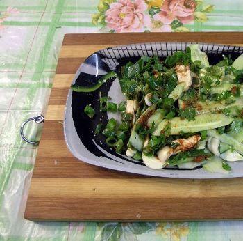 Корейский салат из огурцов и кинзы - рецепт приготовления с фото