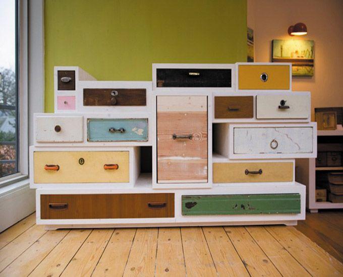 Un armario construido a partir de cajones reciclados - Monkeyzen