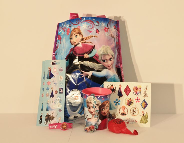 Frozen Fans Love this Party Pack - Your princess will want to tote this bag around everywhere