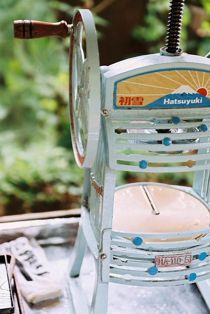 昔のかき氷機 Japanese Kakigori machine (shaved ice dessert)