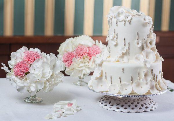 Приготовление свадебных  тортов и сладких сэтов  нравится больше всего, потому, что здесь все «замешано» на любви