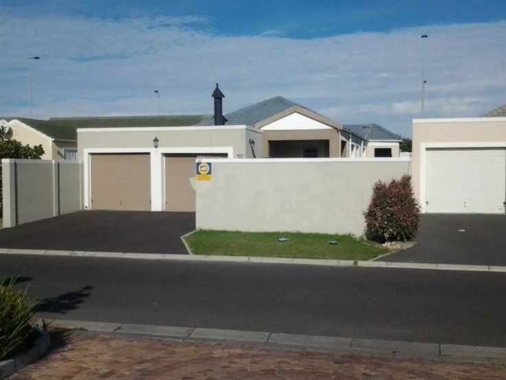 Joshua House - This is a comfortable self-catering house situated in Blouberg, only a short drive to various restaurants and shops.   The house consists of two bedrooms, two bathrooms of which one is en-suite, a fully ... #weekendgetaways #bloubergstrand #capemetropole,blaauwberg #southafrica