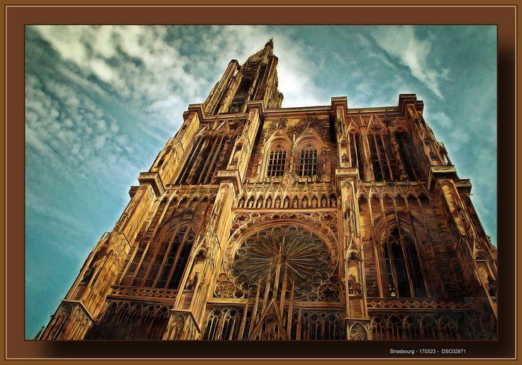 https://flic.kr/p/S73LaB | Bas-Rhin, Strasbourg | DSC2871_Acrylic  La cathédrale Notre-Dame de Strasbourg est une cathédrale catholique romaine construite à Strasbourg, représentative de l'architecture gothique.