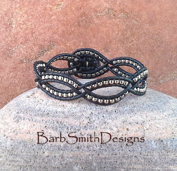 Negro plata cuero abrigo brazalete pulsera por BarbSmithDesigns