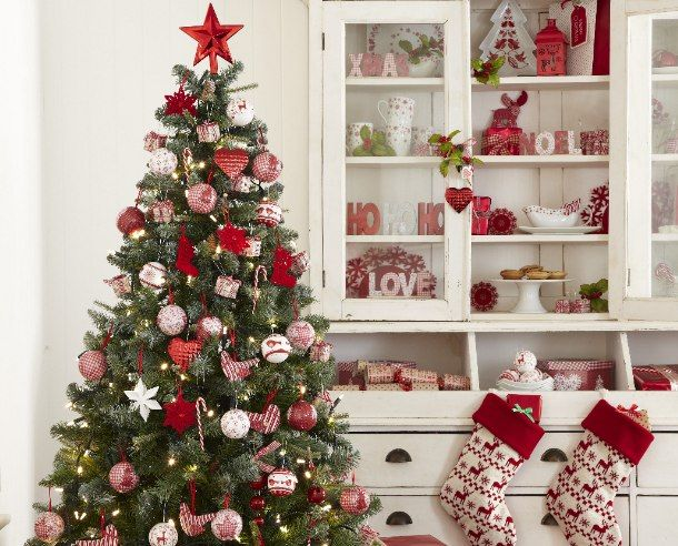 Ihr Weihnachtsbaum sieht jedes Jahr gleich aus und Sie wollen endlich einmal etwas anderes ausprobieren? Dann lassen Sie sich doch von diesen festlich geschmückten Bäumen inspirieren.                                                                                                                                                                                 Mehr