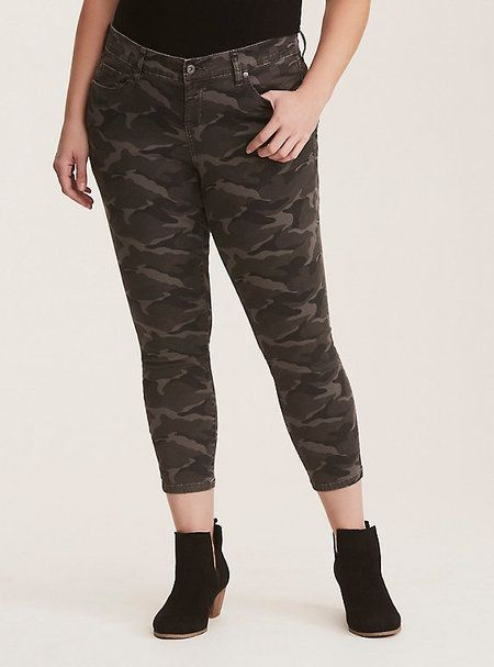 df6a0bdd0070a Plus Size Camo Pants Outfit - Alexa Webb | Things to Wear ...