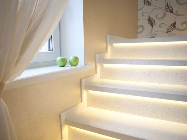Белые ступени лестницы с подсветкой из искусственного акрилового камня выполненные на заказ. Акриловый камень и лестница. Дизайн дома, лестницы, интерьера. Изготовление лестниц в Москве. WhatsApp: 8-964-644-86-08 (Russia)