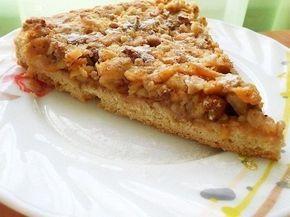 Венгерский ореховый пирог с яблоками Ингредиенты: Мука пшеничная — 1, 5 стакана Масло сливочное — 100 г Яйцо куриное — 1 шт. Сахар — 180 г Ванильный сахар — 10 г Разрыхлитель — 1 ч. л. Яблоко — 3-4 шт. Грецкие орехи рубленные — 0.5 стакана Кардамон — по вкусу Корица молотая — щепотка Вода холодная — 1 ст. л. Приготовление: 1. Подготовить ингредиенты для такого простого, но очень вкусного пирога. 2. Яйцо растереть с 80 г сахара, 1 ст. л. холодной воды и маслом. 3. Добавить муку с разрыхлит...