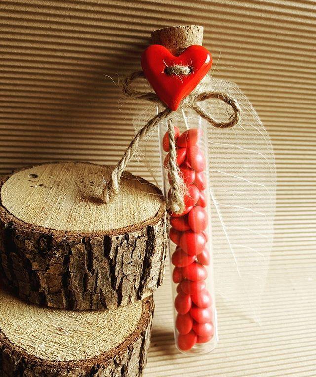#sanvalentinesday #sanvalentino #hearts#cuore❤️ #rosso #idea #ideabomboniera #creatività #creativity #mammecreative #spilloemirtillo #creativemamy #percorsicreativi #cioccolatini #smarties ##ceramica #ceramicart #ceramicartist #handmed #argilla #terracotta #artigianato #fattoamano #