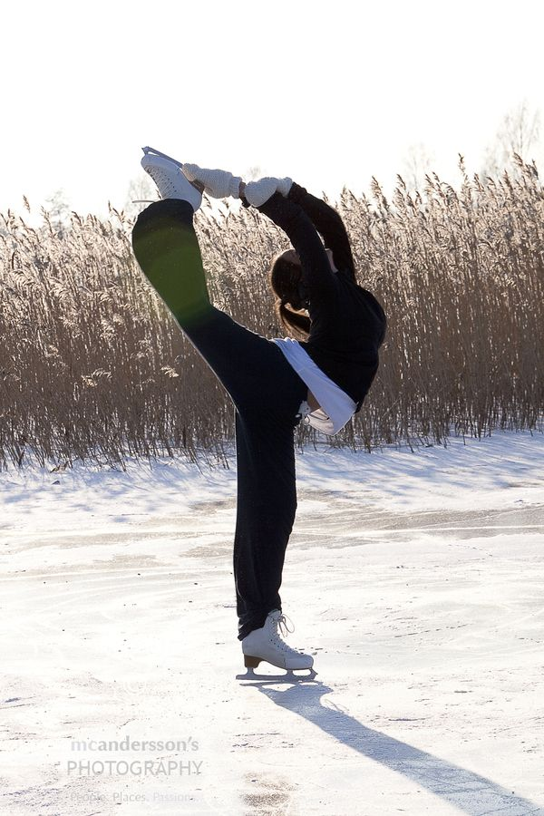 Melissa McIntyre-Andersson doing a Biellmann Spin on natural ice.
