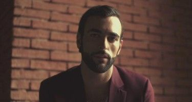 Incomparable - Marco Mengoni. Spanish version of 'L'essenziale'. Really good!