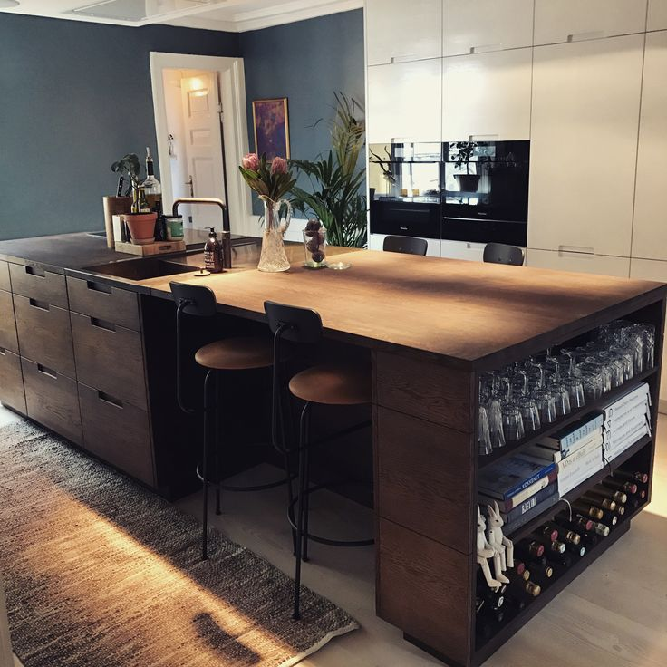 Oak kitchen island with a Menu chairs  #oakkitchen #kitchenisland