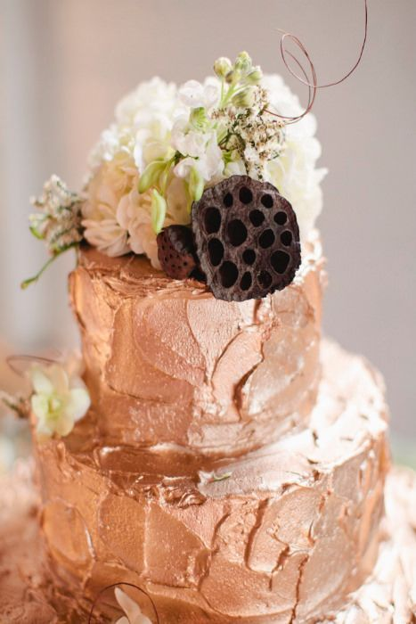 Textured rose gold wedding cake for a more rustic, less glittery take on gold