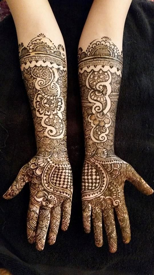 Indian Mehndi Design - Royal Architecture - http://mehndiyoyo.com/index.php/2015/07/09/indian-design-lacey-hearts/