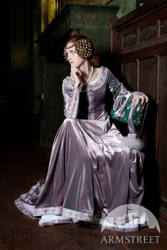 Exclusive medieval velvet dress with chemise