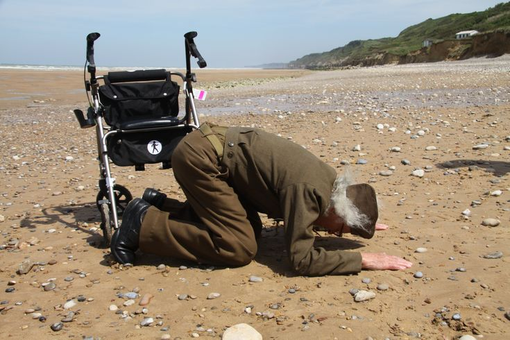 93-year old D-Day veteran Robert Blatnik returns to Omaha Beach in Normandy