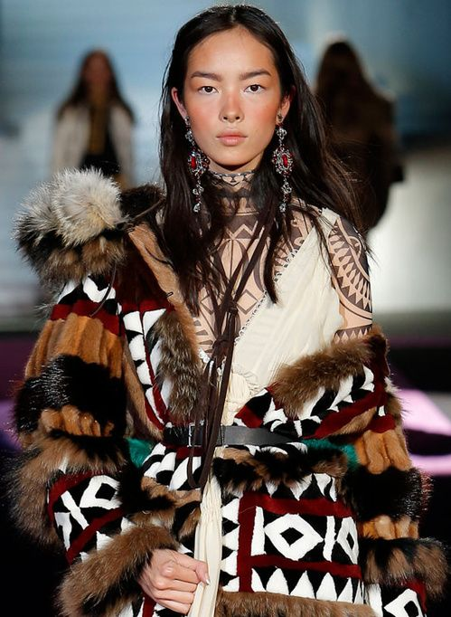 Les fourrures inuits du défilé Dsquared² 2 | Vogue