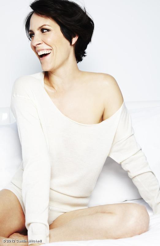 Annabeth Gish - Monica reyes