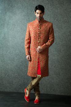 Heavy embroidered Sherwani embellished with zardosi work from #Benzer #Benzerworld #Sherwani #Menswear #Ethnicwear #Royal #MenWithStyle