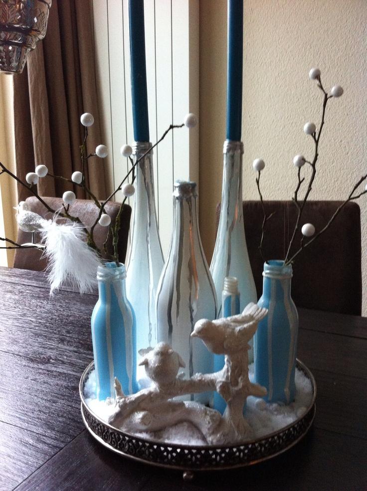 Geverfde flessen, mooie kerstdecoratie! Zo makkelijk en zo leuk