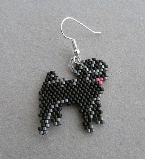 Black Pug boucles d'oreilles en perles de par DsBeadedCrochetedEtc