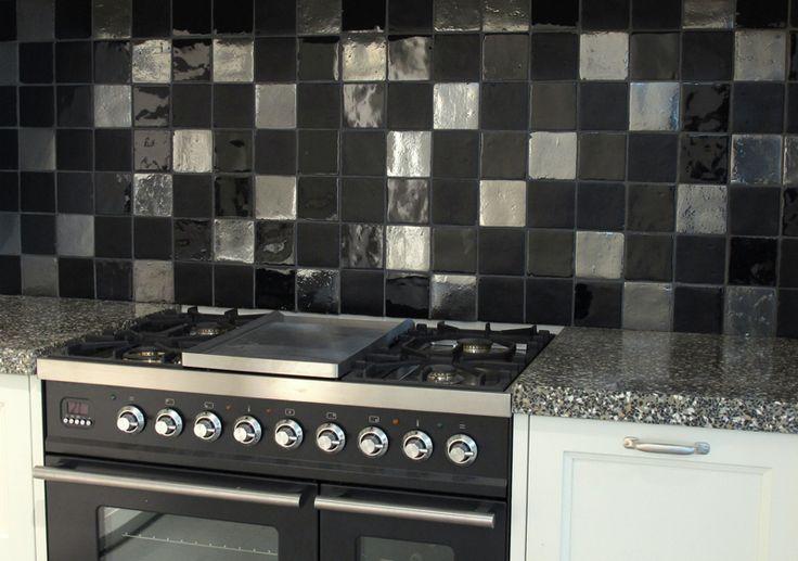 Mix zwarte tegels 10x10 94 95 m2 13 tegelhuys for Carrelage 10x10