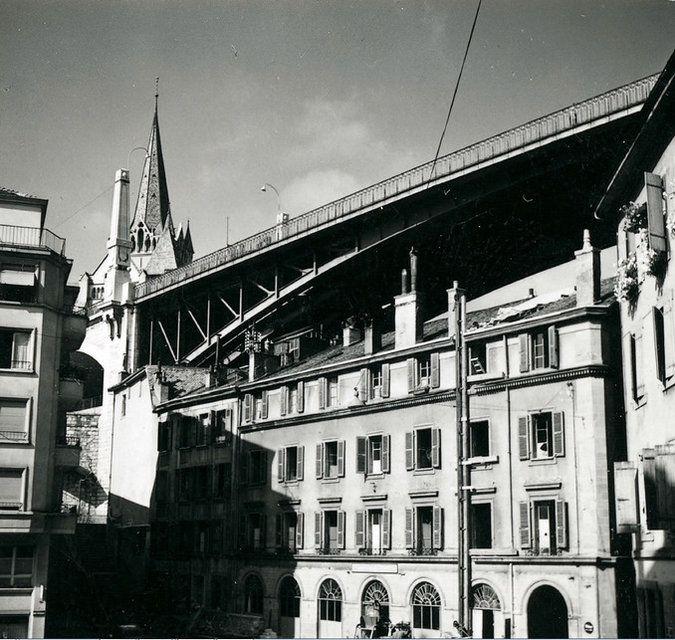 Le pont #Bessières vu depuis la rue Centrale en 1955 Image: Service d'urbanisme de la Ville de #Lausanne
