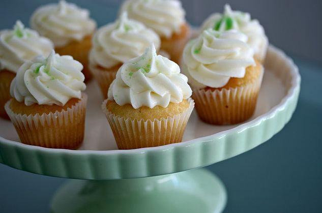 Revisitez le célèbre cocktail cubain façon cupcake au citron avec une recette exceptionnelle et ensoleillée qui va réchauffer votre hiver ! @mademoiselle-et-mister Aujourd'hui, relevez un défi de taille en adaptant le célèbre cocktail tr�...