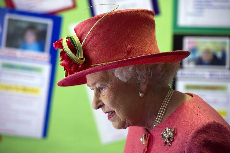 Queen Elizabeth II - Queen Elizabeth II Visits St Georges School In Windsor