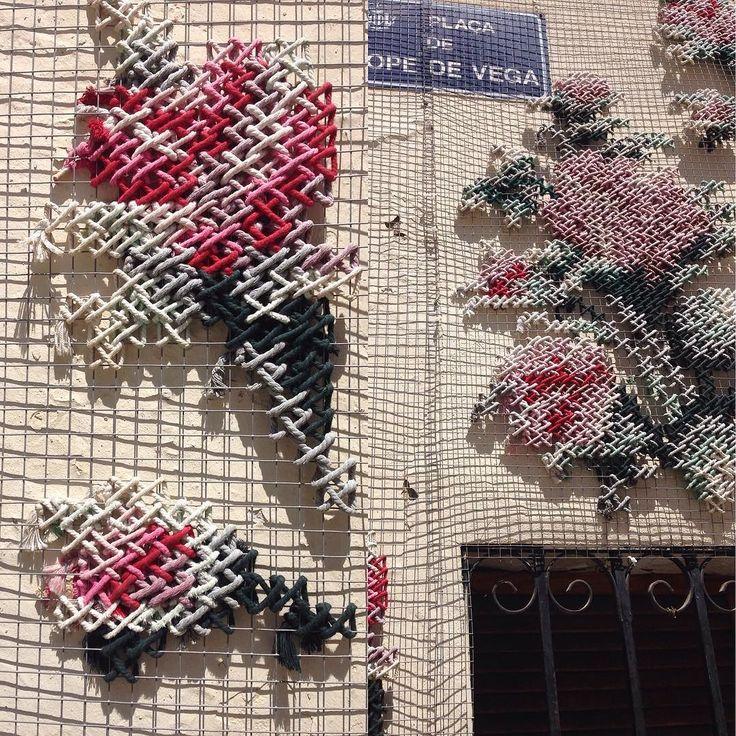 Intervenciones en edificios abandonados en Valencia.  En Santiago nuestra tienda abierta de martes a viernes de 16 a 20 hrs.