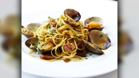 Linguini, Garlic, Pancetta, Chili, Wild Oregano with Steamed Clams at Wolfgang Puck