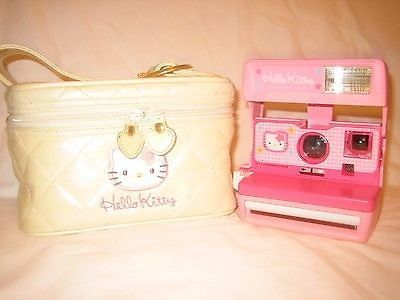 Gorgeous HELLO KITTY Pink Polaroid camera 600