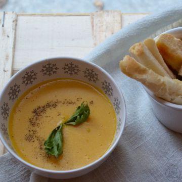 Exotická čočková polévka - I v české kuchyni může vzniknout exotické jídlo - červená čočka a kurkuma jsou jeho základem.