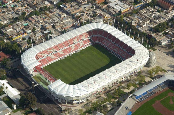 Estadio Victoria. En 2003 este inmueble abrió sus puertas tras la mudanza de los Rayos a Aguascalientes, de momento se mantiene como uno de los mejores estadios del Ascenso MX. Así se ve desde los aires