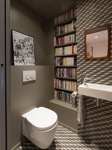 Les W.C ont été décorés dans le même esprit que la cuisine. Le même grès cérame habille le sol et le mur créant un vaste tapis qui renforce l'effet cocon de la pièce. L'on note la présence ... #maisonAPart
