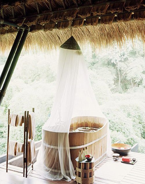 Outdoor tub, I would so have one if I lived in the country or had a beach house!!