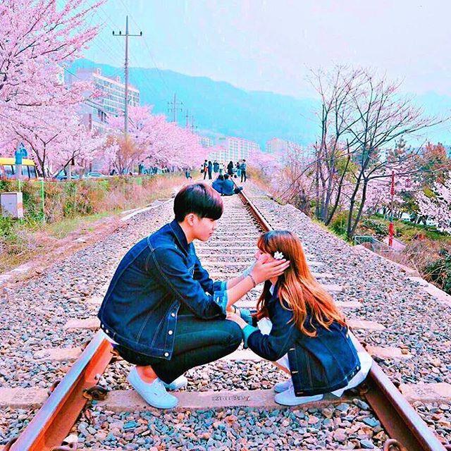 【____mt.r】さんのInstagramをピンしています。 《Korean couple . I wanna be next to you always love you . #オルチャン #カップル #韓国 #かわいい #桜 #会いたい》