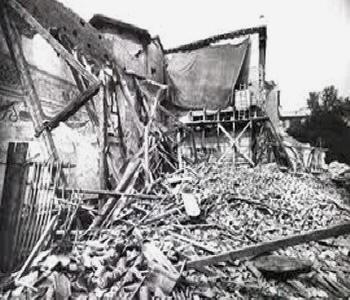 Milano. 1943. 'Il Cenacolo' di Leonardo da Vinci, dopo il bombardamento, coperto da un telone.