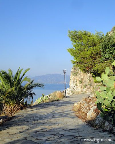 The magical seaside path of #Arvanitia that takes you around the tip of the peninsula in #Nafplio, #Peloponnese - #Greece