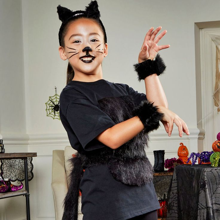 Use a t-shirt and faux fur to create and adorable Panther costume this Halloween