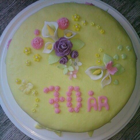 70 års tårta till en av grannarna