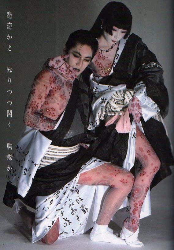 アジア系モデルとして初めて1970年代にパリコレに出演、活躍したモデルの山口小夜子さん。最近では世界のファッション界で活躍する日本人も増えてきましたが、当時は日本人がパリの街を歩いているだけで、突き刺す様な冷たい視線を感じるような時代でした。また日本人自身も、日本人である事に強いコンプレックスを抱き