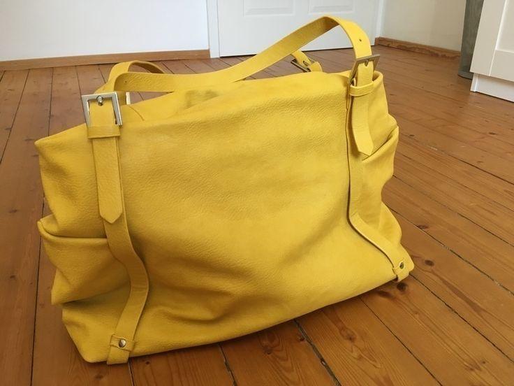 Mein Große gelbe Tasche von zara von Zara! Größe  für 22,00 €. Sieh´s dir an: http://www.kleiderkreisel.de/damentaschen/handtaschen/133048444-grosse-gelbe-tasche-von-zara.