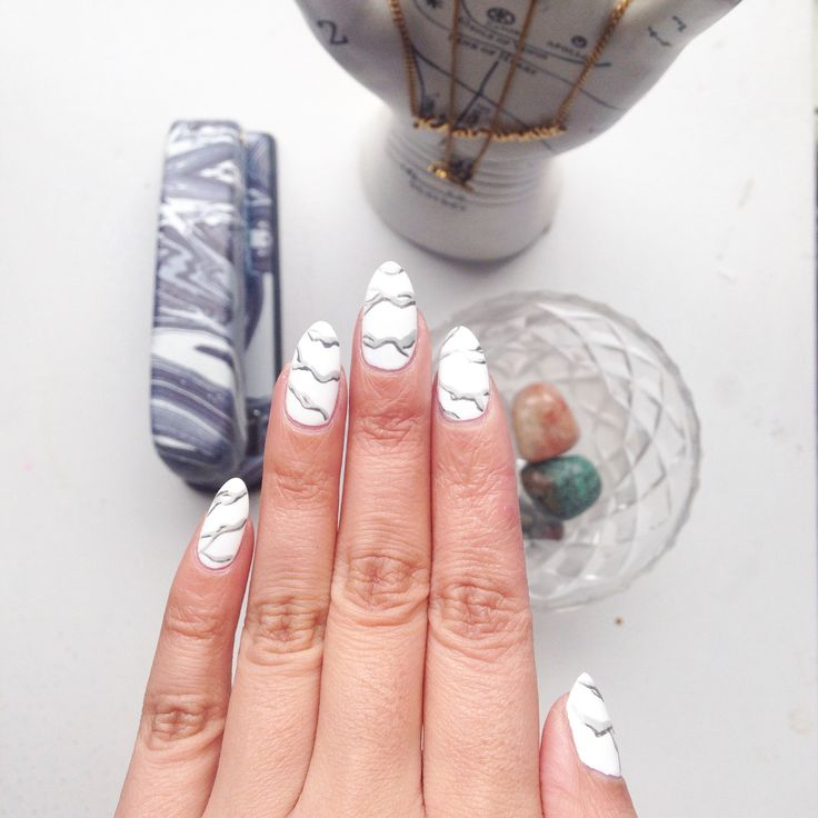 My marble mani, courtesy of the talented Chelsea of Trophy Wife Nail Art ❤️