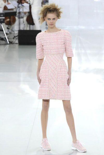 Colectia de primavara pentru femei Chanel 2014 La saptamana modei de la Paris, designerul Karl Lagerfeld de la Chanel a iesit la rampa cu o colectie de primavara destinata femeilor indraznete si energice. Astfel, colectia de primavara Chanel este una versatila, concentrata pe corsete expuse cat mai...