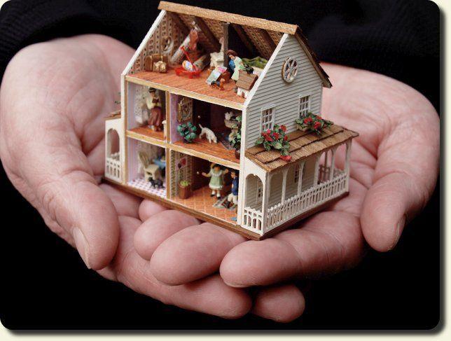 CDHM artisan Karin Caspar of KC Designs, 144 scale dolls house, haunted dollhouse miniatures