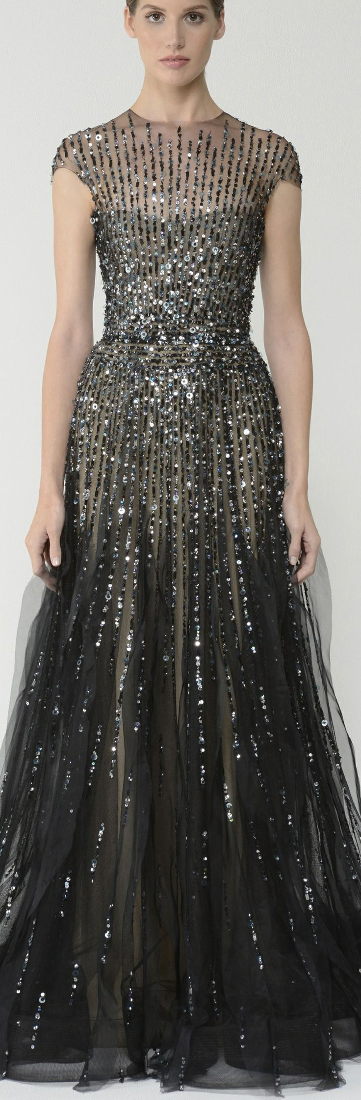 A little sparkle never hurt anyone! We just love this Monique Lhuillier gown.
