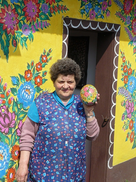 Artist with ostrich egg by paulbrannan, via Flickr