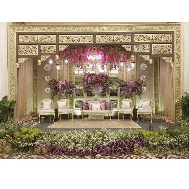 22 best dekorasi pelaminan images on pinterest indonesian wedding jaw dropping decoration that catches our hearts extremely in love with the golden ornamentation junglespirit Image collections