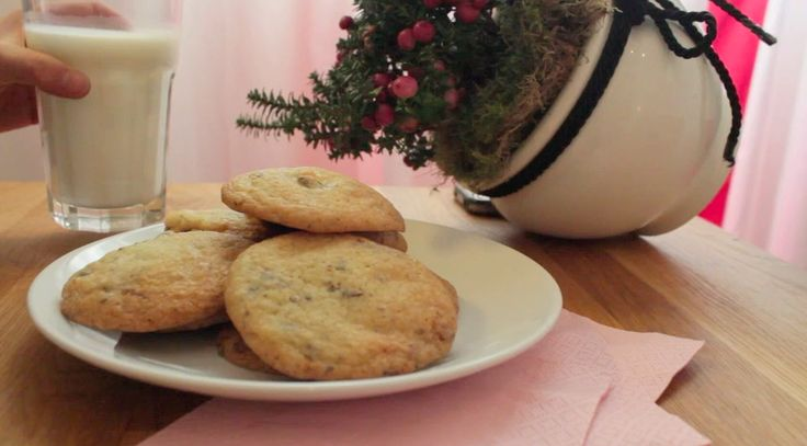 Chocolate Chip Cookies - To die for! For breakfast, lunch and even in the evening before going to sleep with a glass of milk. Find the tutorial video on youtube: https://www.youtube.com/watch?v=FWpV8GwMuO0
